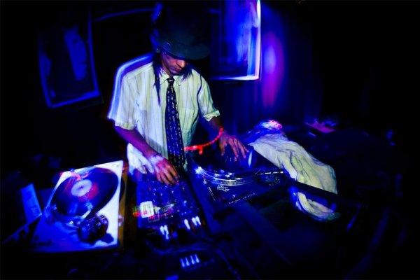 DJ LITTLE TUNE